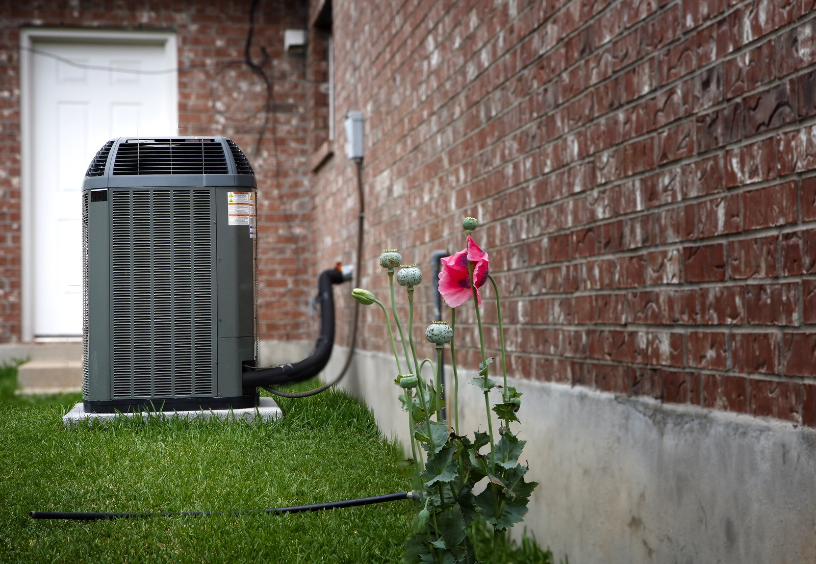 bigstock-Air-conditioner-on-backyard-31978166.jpg