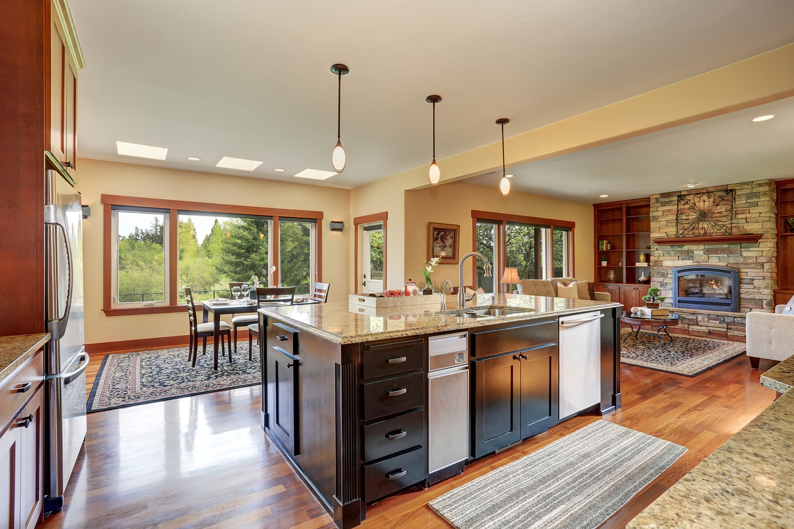 bigstock-Kitchen-Area-With-Open-Floor-P-138646313.jpg