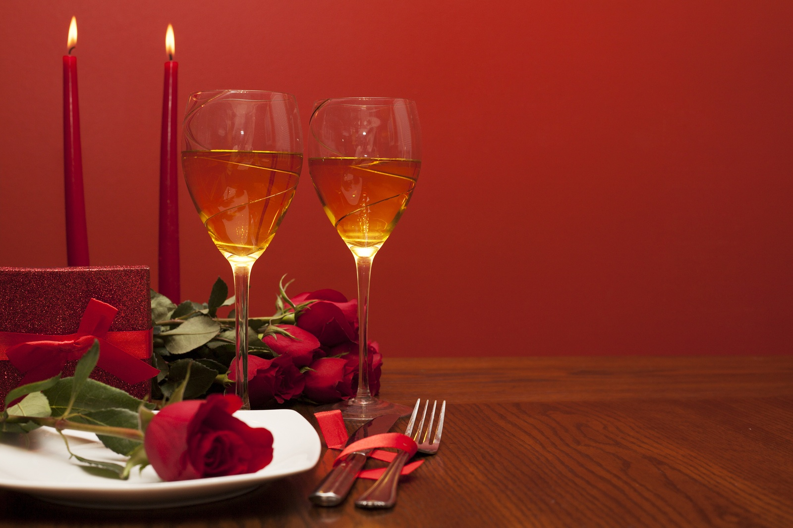 bigstock-romantic-valentine-dinner-116084333.jpg